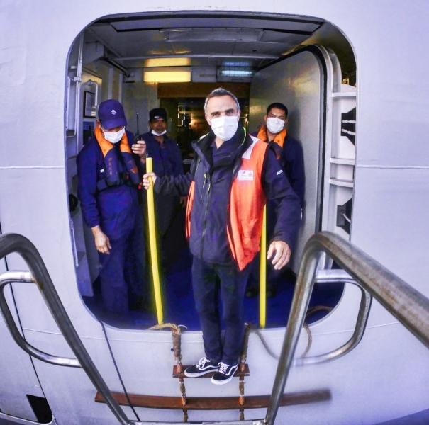 Débarquement d'un collègue d'un second Silversea en voyage technique puis retour station © Vincent BACCELLI